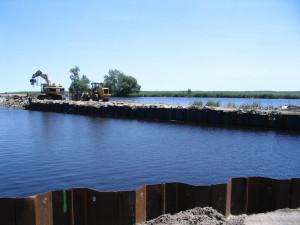 Breakwater Foundation verstärkt mit Spundwand