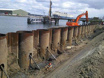 21.000 Tonnen röhrenförmige Spundwand versendet zum Hafen von Manzanillo, Mexiko.
